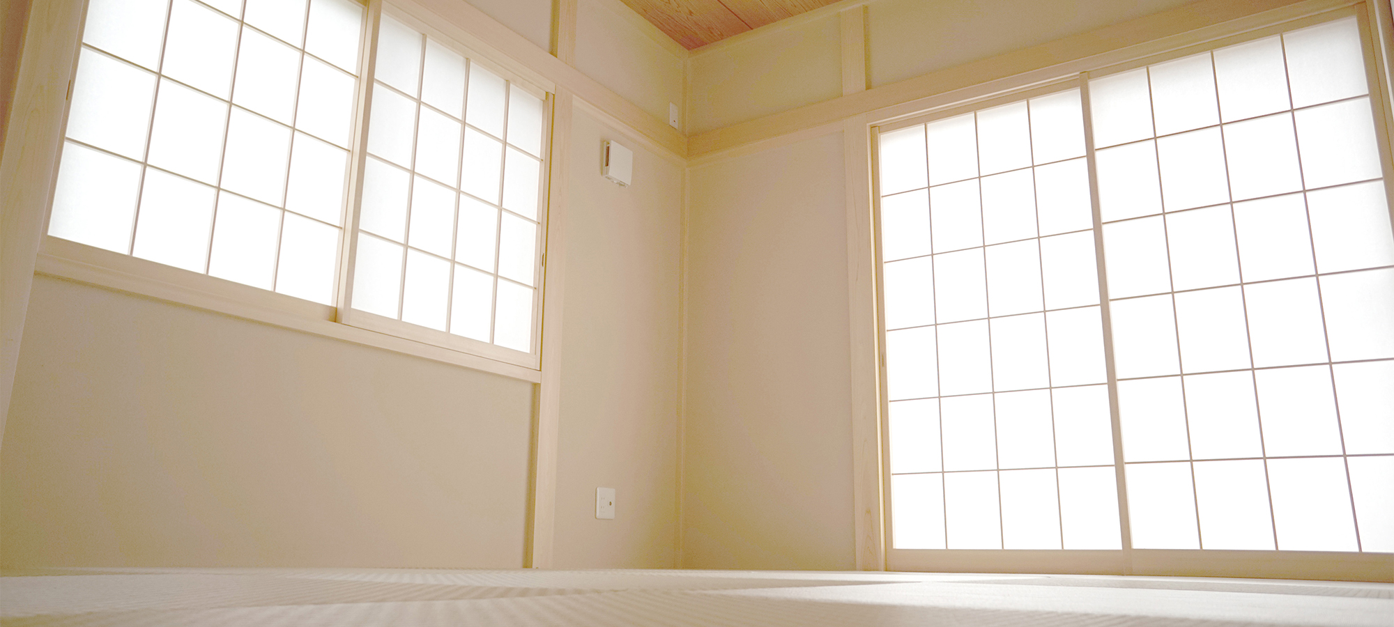 - JAPANESE-STYLE ROOM -